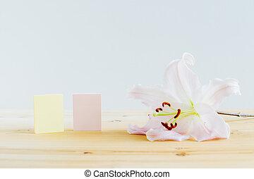 bureau, fleur papier, note collante, bois