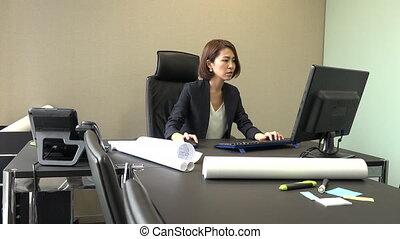 bureau fonctionnant, carrière, femme affaires, informatique, asiatique