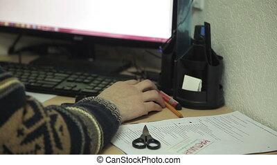 bureau fonctionnant, chandail, mouvement, ouvrier, curseur, informatique, table, souris