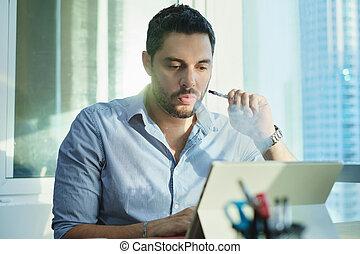bureau fonctionnant, ex-smoker, cigarette, quoique, fumer, électronique, homme