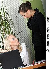 bureau fonctionnant, femmes