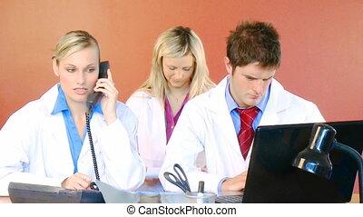 bureau fonctionnant, métrage, trois, médecins, hôpital