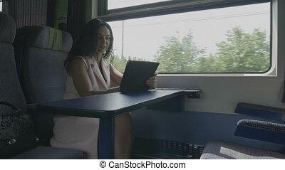 bureau fonctionnant, tablette, femme affaires, pc, train, commuer