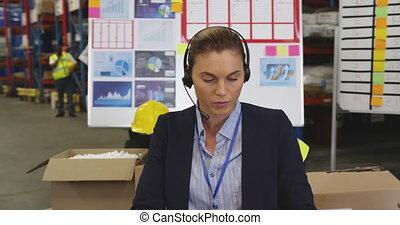 bureau, fonctionnement, 4k, femme, entrepôt, jeune