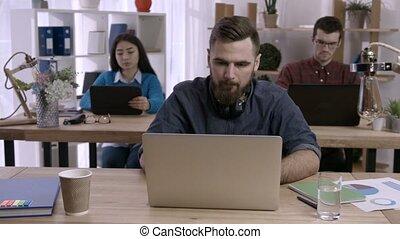 bureau, fonctionnement, accentué, créatif, bureau, homme