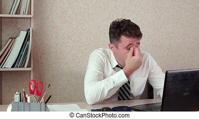 bureau, fonctionnement, fatigué, laptop., directeur, homme