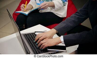 bureau, -, fonctionnement, girl, ordinateur portable, affaires maison, education, jeune