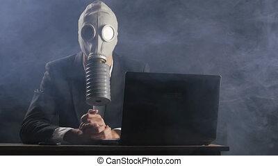 bureau, fonctionnement, masque, ordinateur portable, essence, fumée, homme affaires