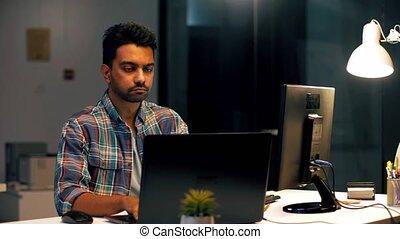 bureau, fonctionnement, ordinateur portable, indien, nuit, homme