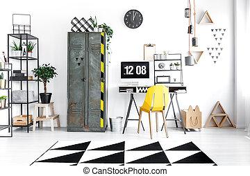 bureau maison, à, chaise jaune