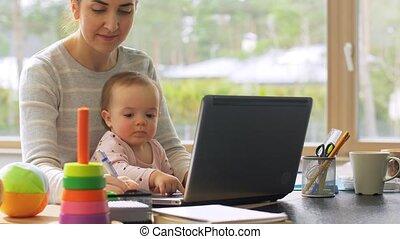 bureau, maison, mère, ordinateur portable, fonctionnement, ...