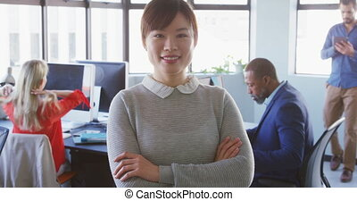 bureau, moderne, regarder, femme affaires, appareil photo