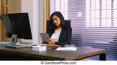 bureau, numérique, femme, utilisation, cadre, tablette, 4k