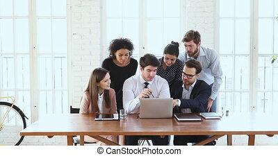 bureau, ordinateur portable, six, idée génie, équipe, rassembler, business