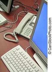 bureau, ordinateurs