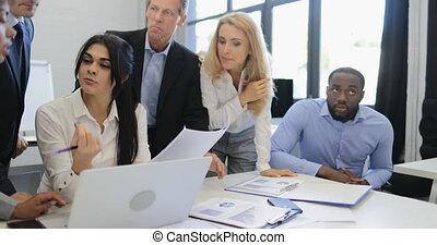 bureau, partage, groupe, business, réussi, idées, moderne, communiquer, businesspeople, créatif, discuter, plan, réunion équipe