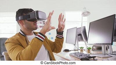 bureau, porter, homme, course, vr, mélangé, créatif, casque à écouteurs