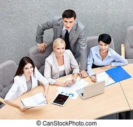 bureau, professionnels, moderne, courant, séminaire, coopération, discuter, questions, bâtiment.