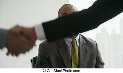 bureau, professionnels, serrer main, 5, conseiller, réunion