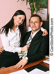 bureau, séance, homme affaires, chaise, secrétaire, heureux