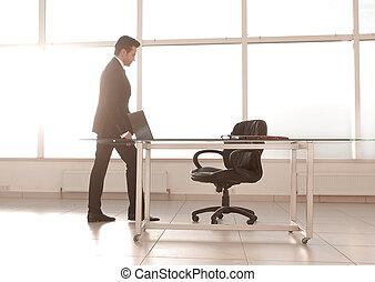 bureau, spacieux, moderne, homme affaires