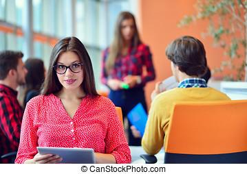 bureau, tablette, gens, démarrage, jeune, numérique, réunion