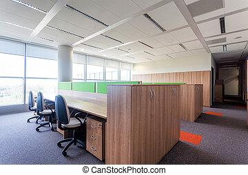 bureau vide, salle
