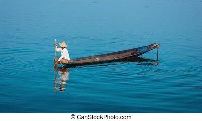 Burma, Inle Lake. Traditional fishing method with the trap -...