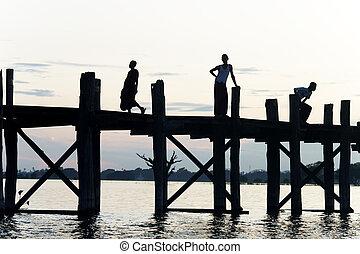 U Bein - Burmese people at sunset at U Bein bridge