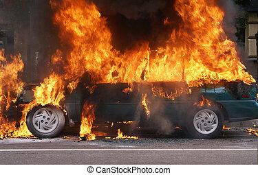 Burning car - The burning car, Moscow, Prospekt Mira. Smoke...