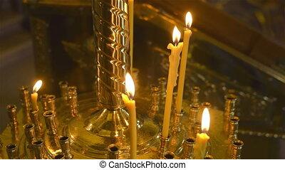 burning, was, kaarsjes, voor, de, altaar, in, de, church., selectief, focus.