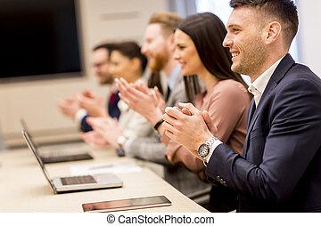 business, applaudir, équipe, mains, sourire heureux