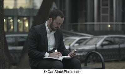 business, fonctionnement, téléphone, jeune, parc, attente, vert, réunion, papiers, homme