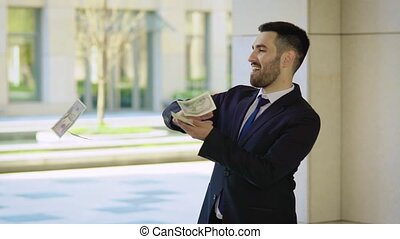 business., heureux, danse, dollars., argent, centre, tomber, lent, jeune, pluie, homme affaires, réussi, rue., disperser, dollars, localisé, rigolote, il, bureau, motion.