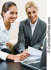 Business instructions - Young confident professional gives ...