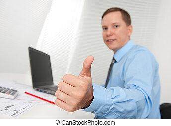 business, jeune, haut, pouces, homme souriant, geste, heureux