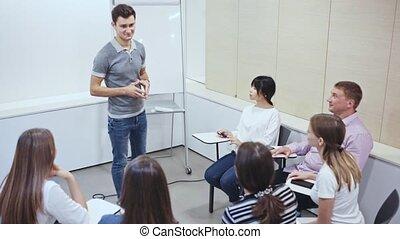 business, nouveau, présentation, projet, partenaires, moderne, homme affaires, confiant, bureau