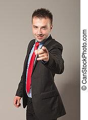 business, pointage, jeune, quoique, appareil-photo., homme souriant