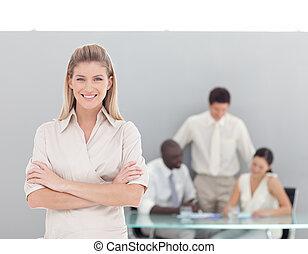 business, regarder, appareil photo, femme professionnelle, jeune