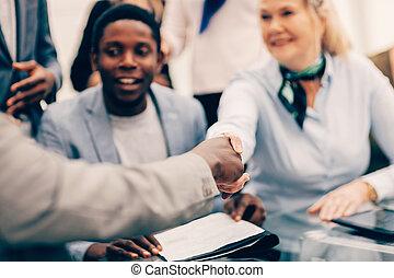 business, sourire, serrer main, haut., international, partenaires, fin