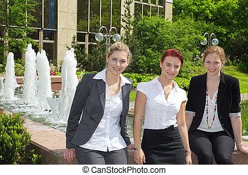 Business women make break