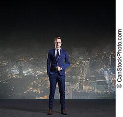 businessman van, képben látható, éjszaka, város, háttér., munka, ügy, karrier, concept.