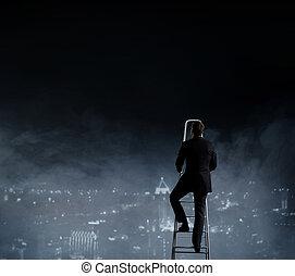 businessman van, képben látható, stepladder, felett, éjszaka, város, háttér., ügy, karrier, concept.