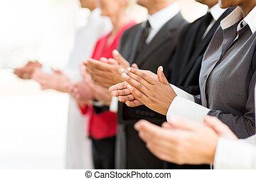 businesspeople, übergibt klatschen, gruppe