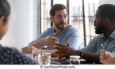 businesspeople, собирать, multiethnic, брифинг, мозговая атака, вместе