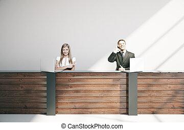 businesspeople, ∥において∥, 受付