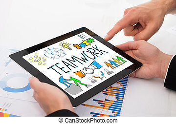 businesspeople, 比較, グラフ, 上に, デジタルタブレット
