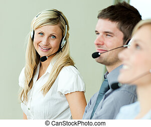 businesspeople, arbeitende , mit, kopfhörer