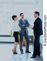 businesspeople, avoir, réunion, dans, moderne, bureau.