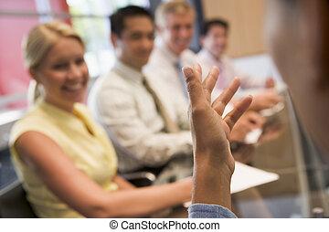 businesspeople, foco, cinco, tabela, sala reuniões, homem negócios